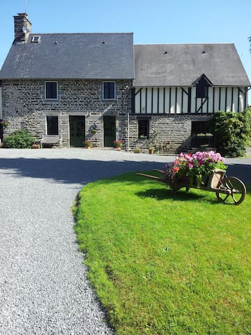 'MAISON MAY' LUXURY B&B  DOUBLE ROOM sleeps 2 - La Chapelle-Urée - Bed & Breakfast