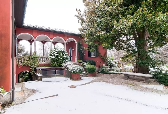 Room in Villa Magnolia, ex-papal residence - Besozzo - 別荘
