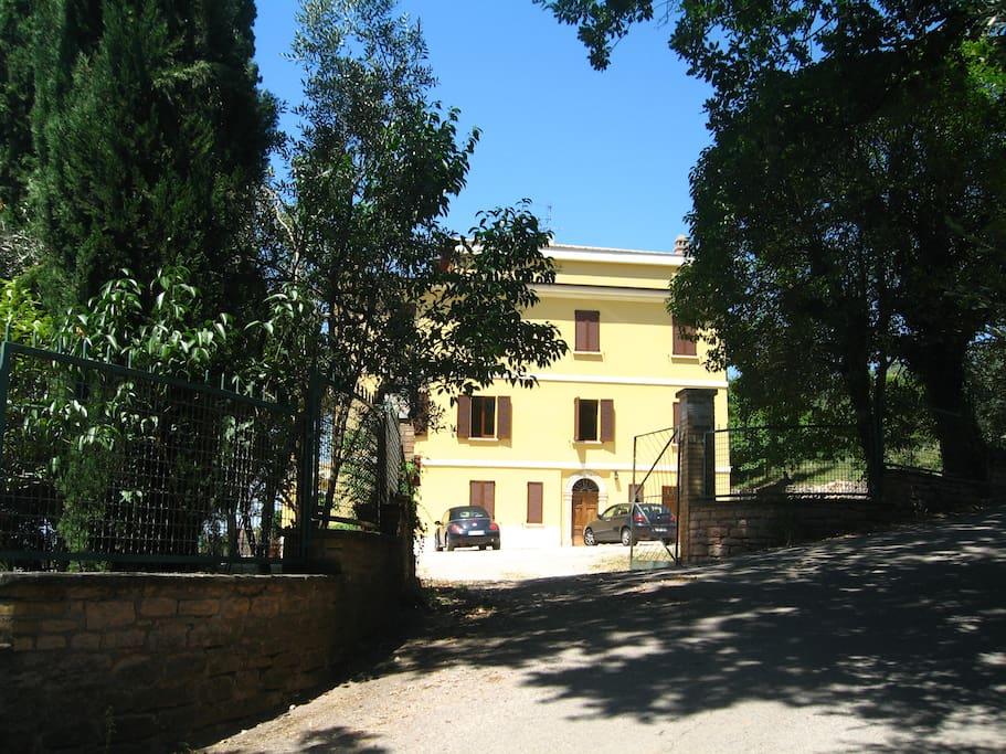 L'ingresso della Villa