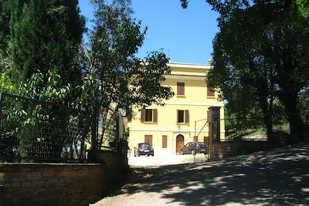 Villa Val d'Olivi, a 3 km da Assisi - Assisi - Villa