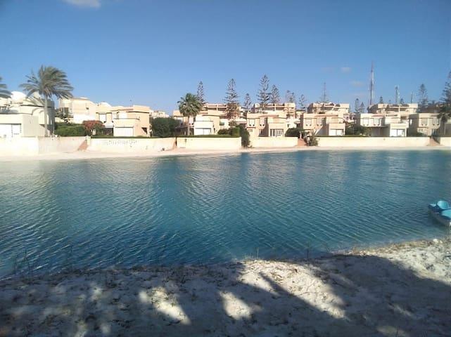 4 BR Villa by Lake+sea. close to Marina.