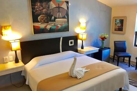 Villa Corazon Deluxe/Master Suite Upper Floor - Puerto Aventuras