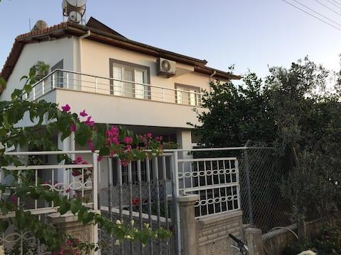 Taşucu Kum Mah. Denize 100m Müstakil Bahçeli Villa