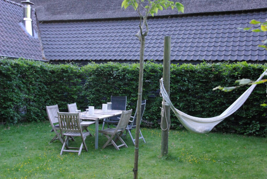 Heerlijke tuin met 2 hangmatten