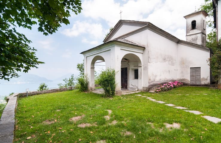 camera matrimoniale in casale - Castelveccana - Bed & Breakfast