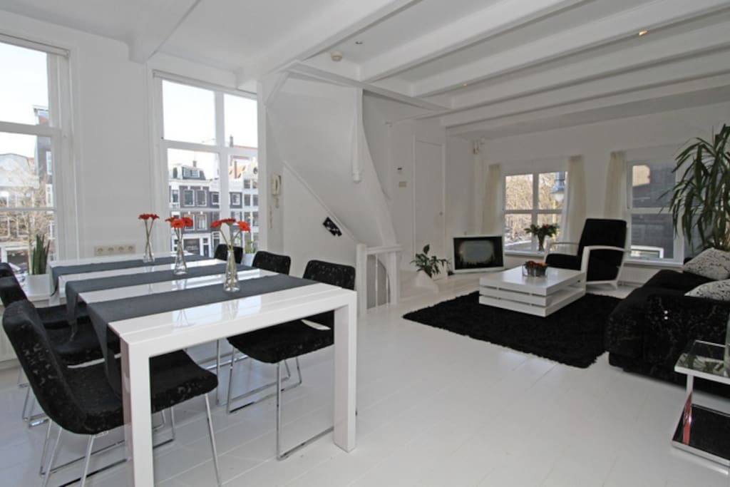 Main Lounge: 4 windows  to both sides of the house, panoramic views over Herengracht