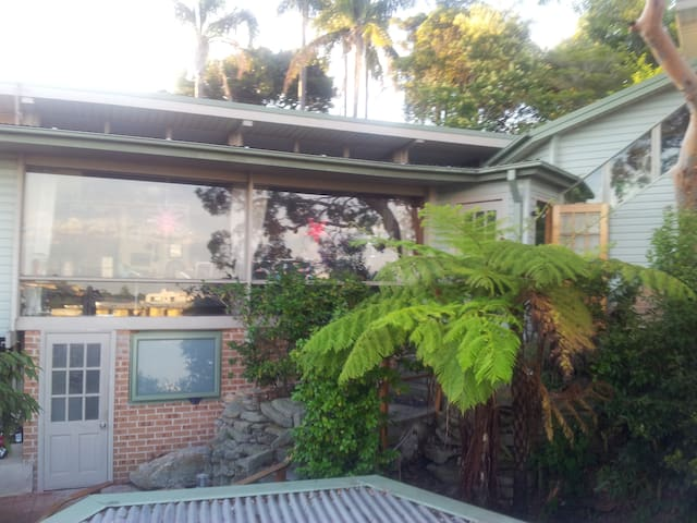 single bedroom, beach/shops close - Dee Why