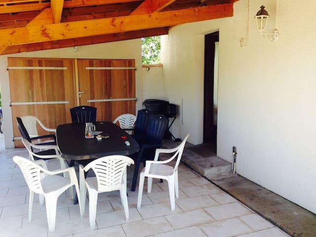 Maison, chalet et piscine  - Saint-Just-Luzac - House