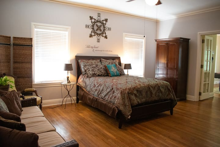 Astin Mansion's Brown Suite