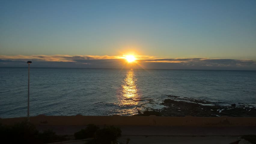Front Line apartment right on the sea. - Torrevieja - Flat