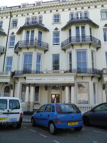 Robert Tressell Hall - St Leonards on Sea - Bed & Breakfast