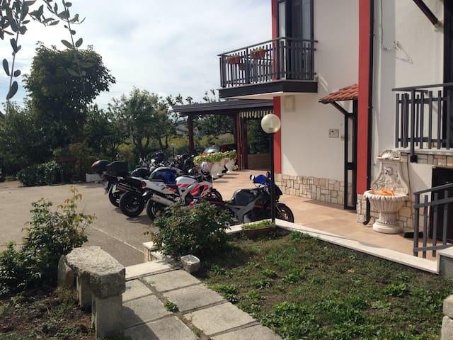 Immerso nel verde - Monteleone di Puglia - Penzion (B&B)