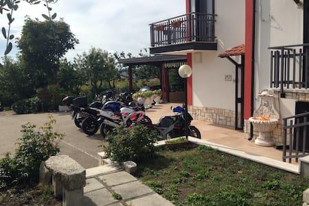 Immerso nel verde - Monteleone di Puglia