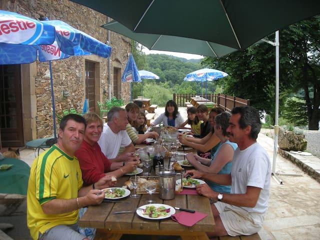 table d'hôte en terrasse