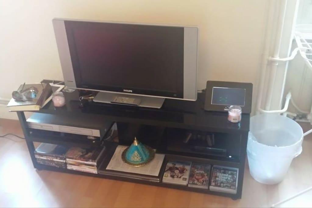 TV + playstation + DVD