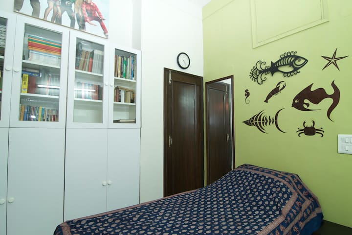 Quaint and cosy room in south delhi
