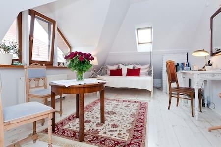 Elegant Room in the Warsaw suburbs - Latchorzew - บ้าน