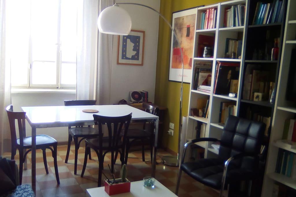 Libreria e zona lettura