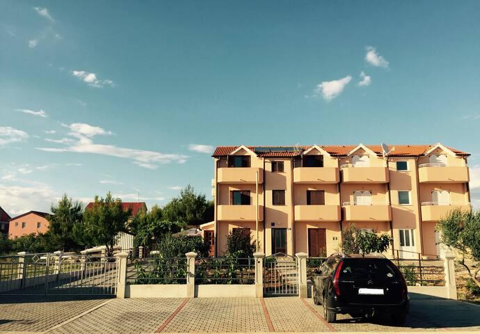 Garden, 2 balconies on opposite sides, wifi - Vodice - Appartement