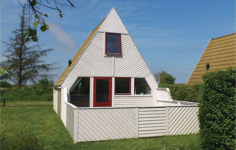 Holiday cottage with 2 bedrooms on 45m² in Gedser