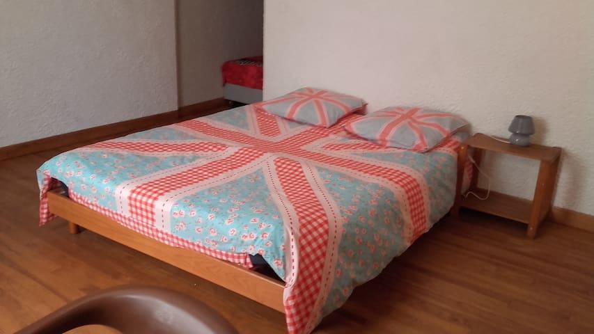 Chambre n°1 au calme proche de Digne Les Bains - La Javie