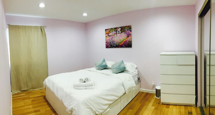 Very large private room, fast WiFi, smart home