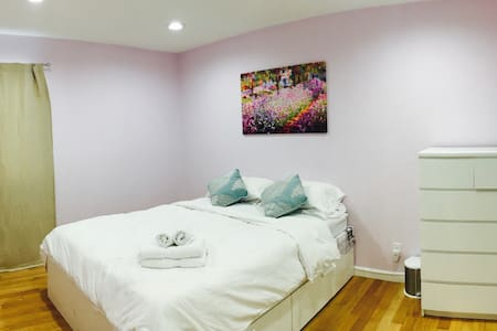 Spacious Private BR in a comfortable home - เฮย์เวิร์ด