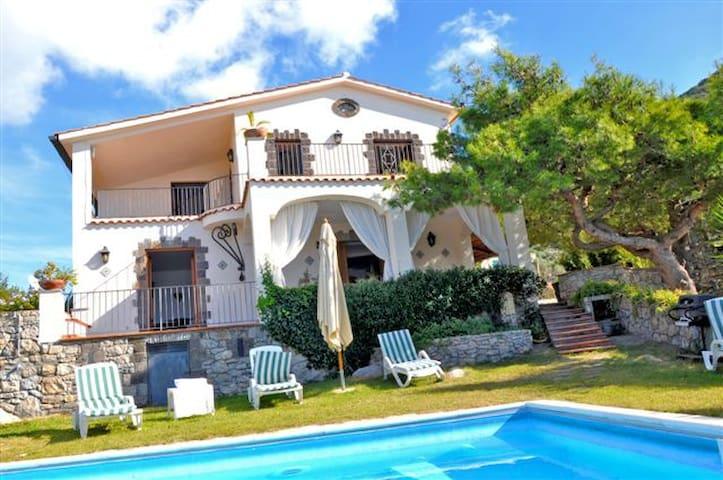 Villa Luna,stunning sea view 20 pax - Termini - Casa