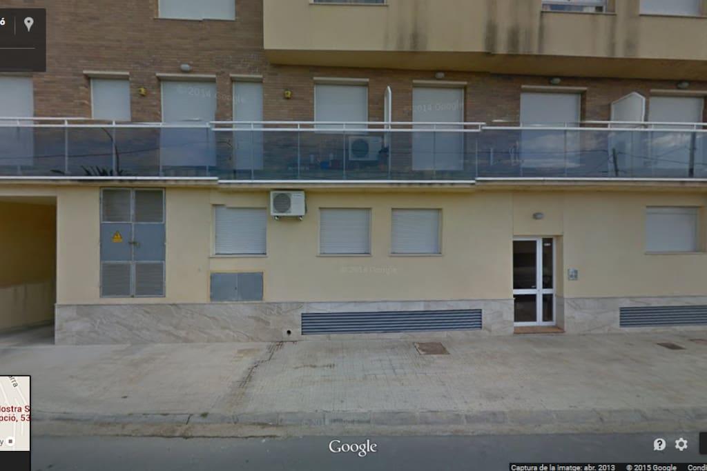 Façana edifici, entrada.