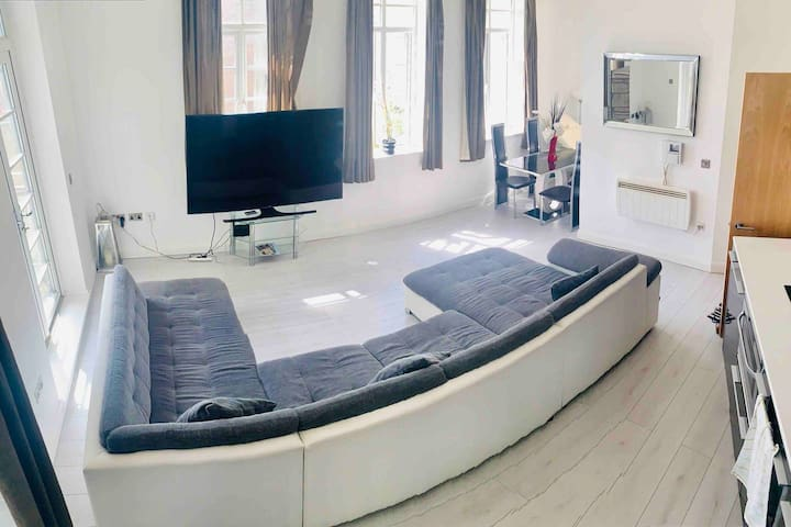 Modern Relaxing Double Room ☆HEART OF CITY CENTRE