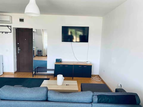 Lovely 1 bedroom apartment with free parking