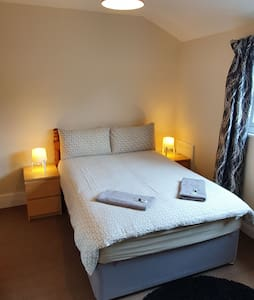 Carlisle Central. Ideal location Private room.....
