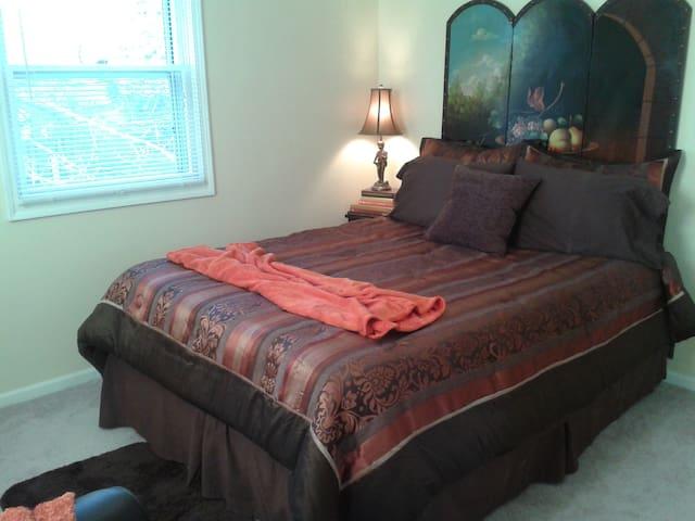 Lovely, Cozy, Corner Bedroom for 2