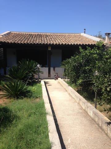 accogliente casa ben rifinita con giardino - Petrosino