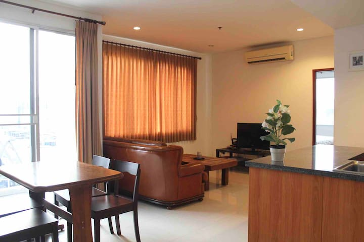 57 sqm Condo next to BTS, mins to Silom, Siam, All