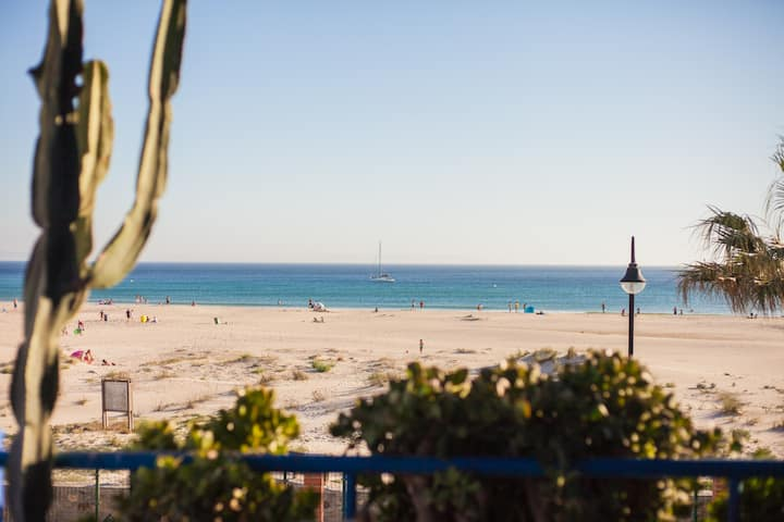 ★ Tarifa Cozy House ★ Beach Front |Pool | Parking
