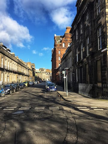 Central flat - Princess Street at the end of the road