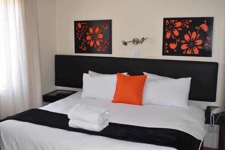 Fully Furnished Apart, Melrose Arch Sandton 1