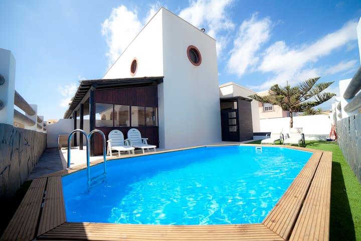 Villa 2 con piscina frente al mar - Arenas del Mar - Villa