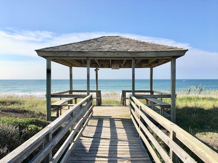 Partial Ocean View Studio_Private Beach_Pool Open