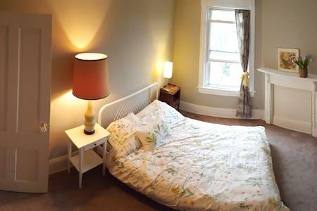Private Bloomingdale Bedroom - Washington - House
