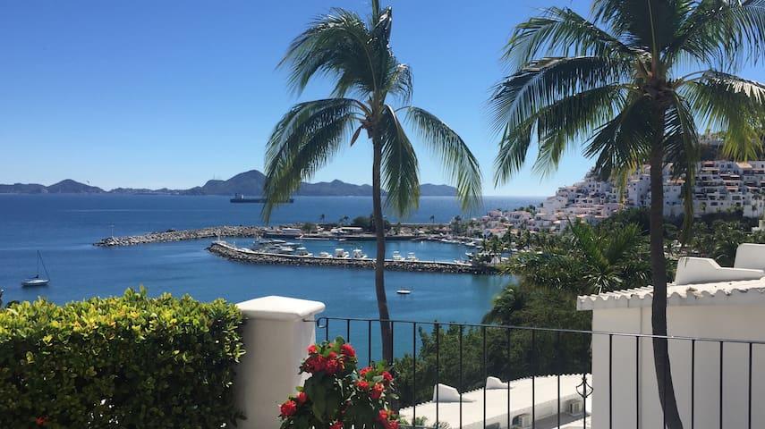 La mejor vista de Manzanillo y Puerto Las Hadas