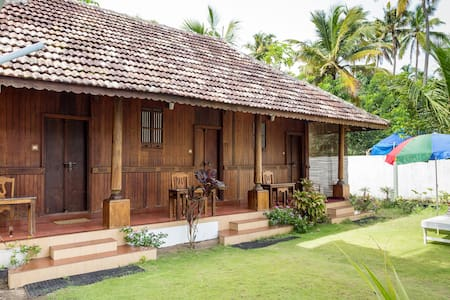Two Bedroom Spacious Heritage Villa near Beach - Vypin - Villa