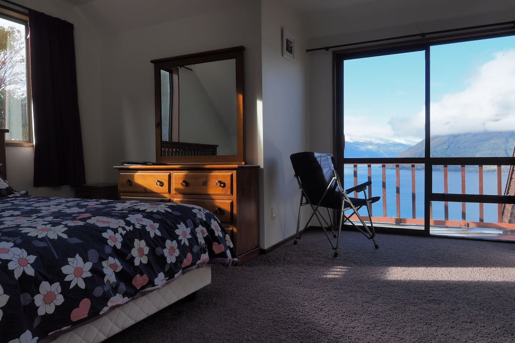 bedroom-lake and mountain view