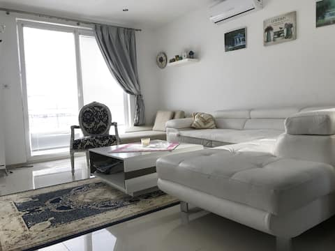 New House located 1 km from the Spa Island