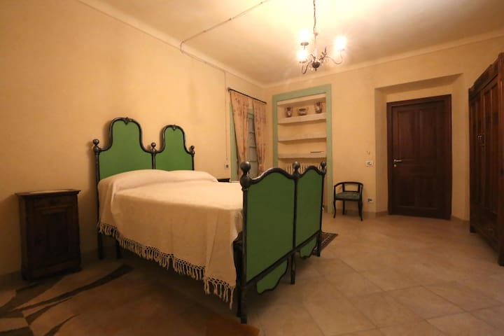 suite n. 1 (2nd room with french bed)