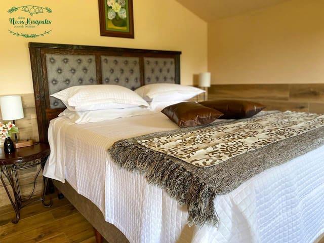Lençóis, travesseiros, cobertas e toalhas de banho  estão disponíveis aos hóspedes.