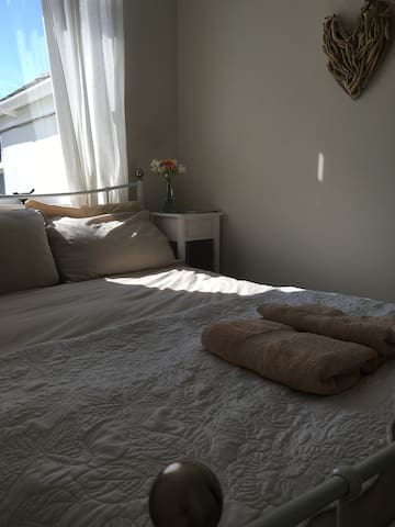 Sunny luxe double room by the sea - Penzance - Casa