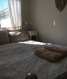Sunny luxe double room by the sea - 彭赞斯(Penzance) - 独立屋
