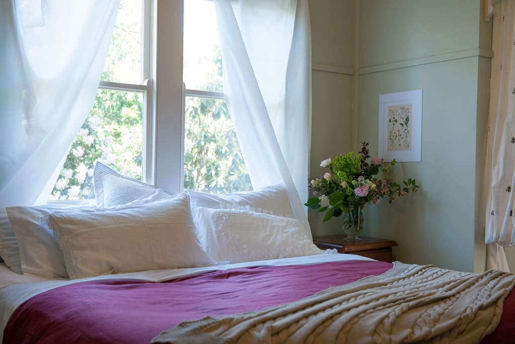 Queen and King beds which split in two bedrooms